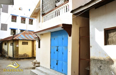 MAKADARA - Flat for sale with income of 150k P.M